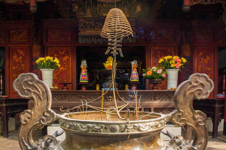 Hanoi tour Quan Thanh Temple